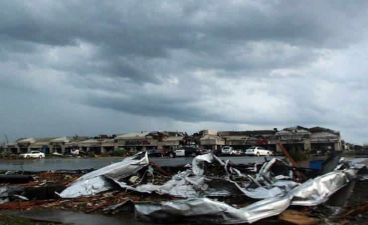 Miasto po przejściu tornado 12