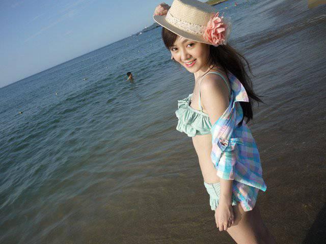 pocongggg.blogspot.com - Bidadari Cantik Berbalut Bikini Rumbai