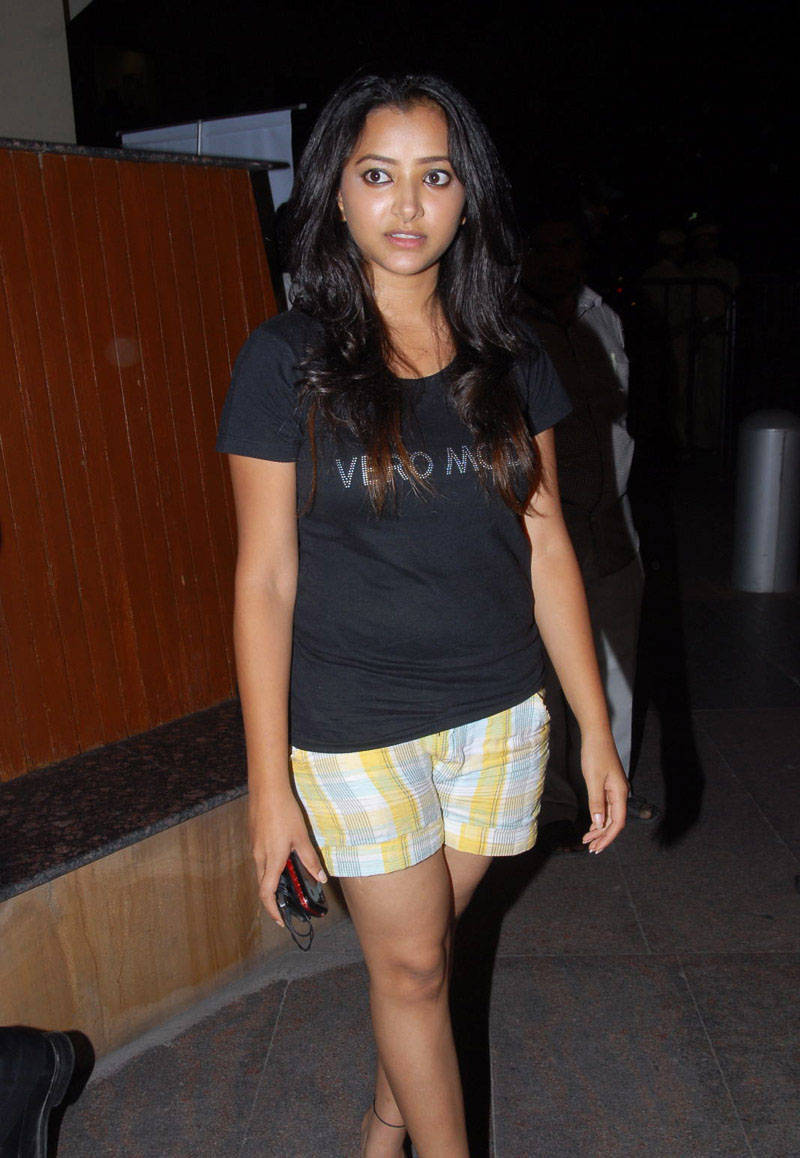 SWETHA BASU PRASAD IN SHORTS AT SANTOSHAM AWARDS Photoshoot images