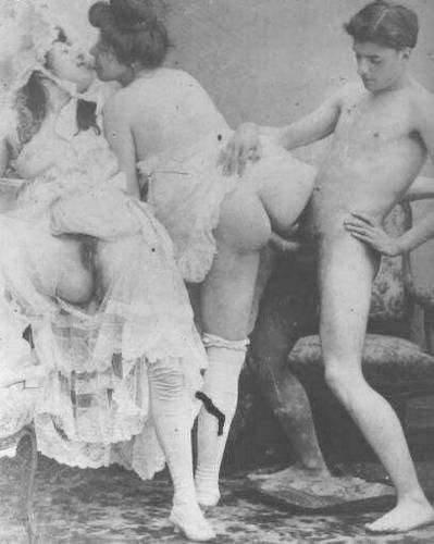 Очень старинные порно фотографии голых сисястых баб. Pezik.com.