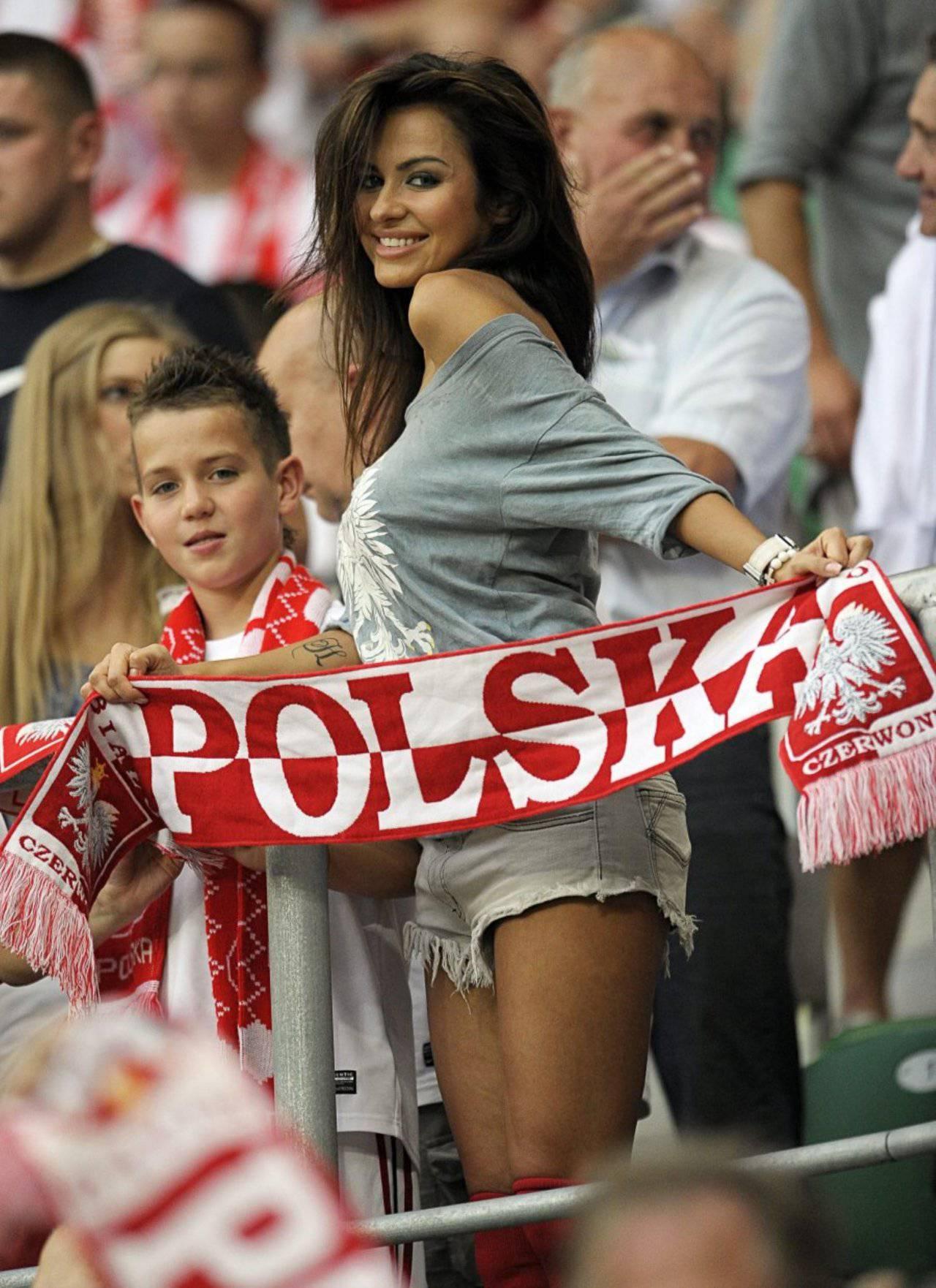 Natalia Siwiec na stadionie. Najpiękniejsza polska kibicka. 8