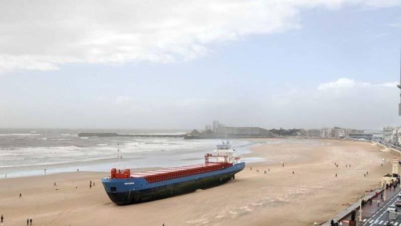 Statek na plaży 4