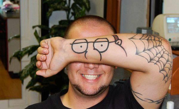 Dziwne i śmieszne tatuaże 38
