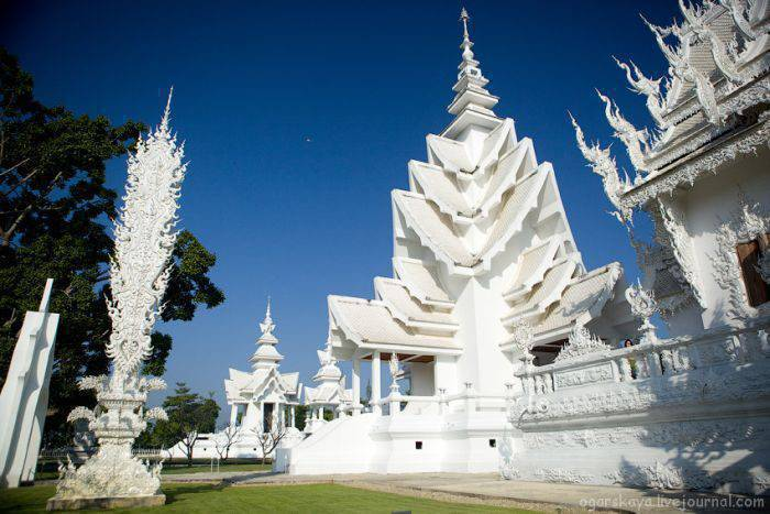 Biała świątynia Wat Rong Khun 17