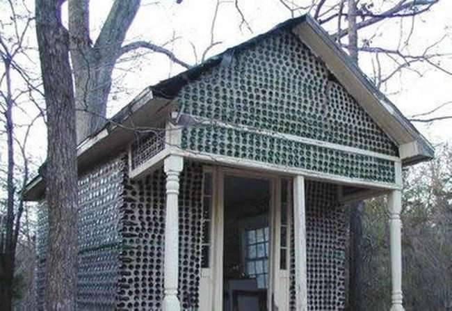 Dom zbudowany z butelek 6