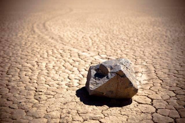 Tajemnicze ruchome kamienie 1