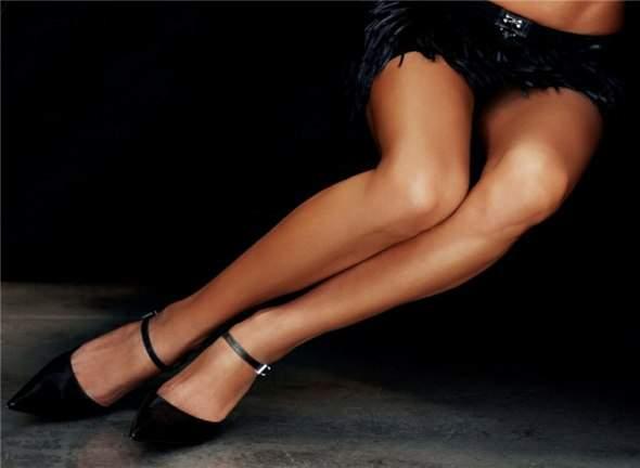 Ponętne kobiece nogi 19