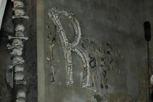 Kaplica Czaszek w Kutnej Horze 35