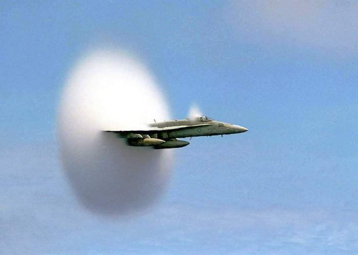 Samoloty przekraczające barierę dźwięku 13