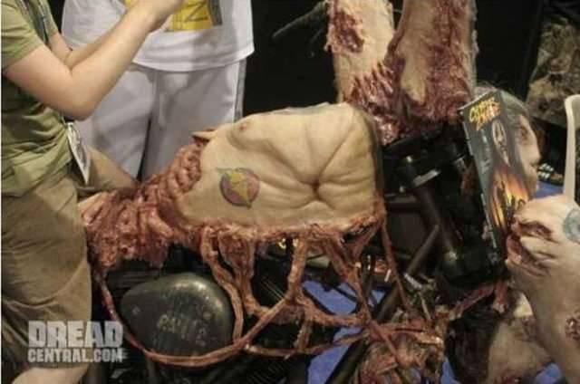 Mroczny motocykl 4