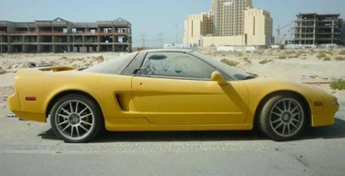 Opuszczone samochody Dubaju 25