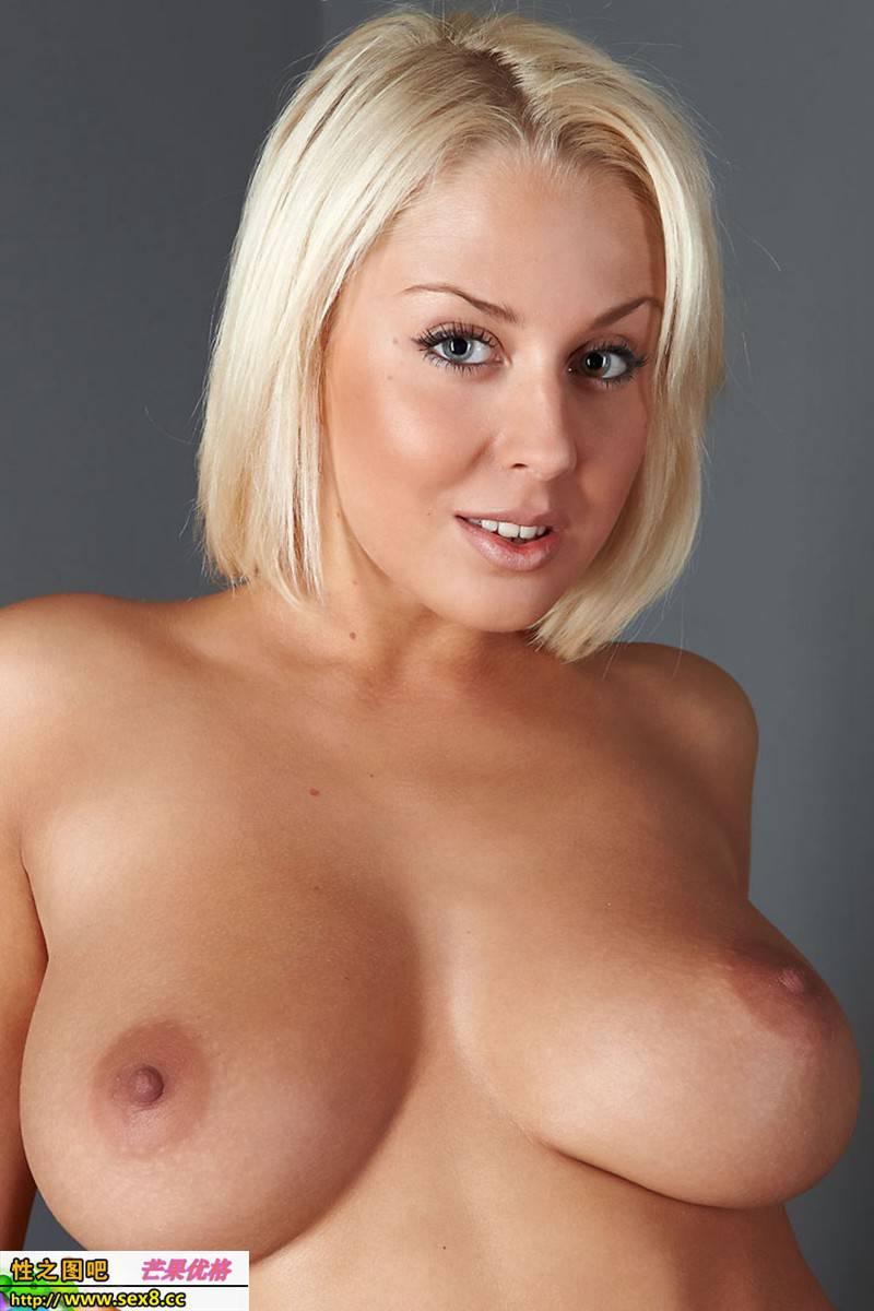мэнди ди грудь натуральная или силиконовая