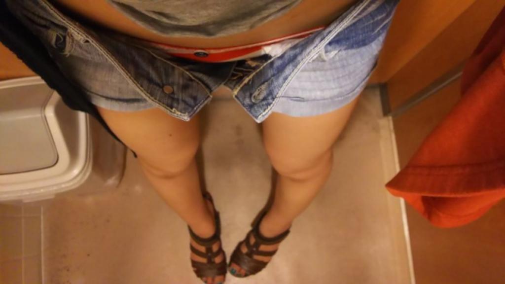 熟女性感的大腿和丰满的臀部在家自拍身材不错