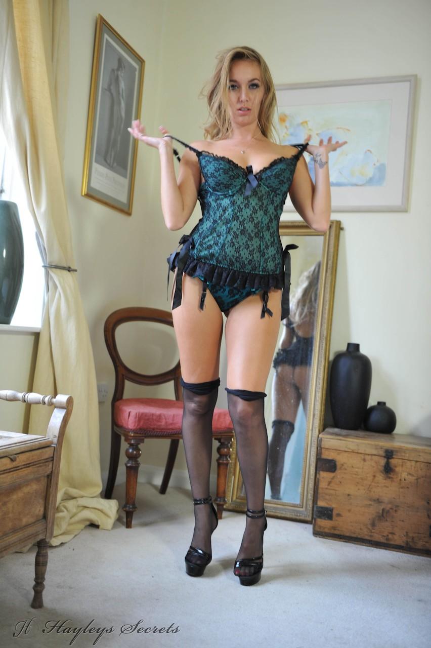 英國美女~MarieCoppin。身材32D-24-34。
