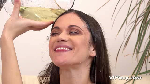 VIPissy 18 11 19 Alyssa Reece And Kate Fresh Piss Soaked Hotpants XXX