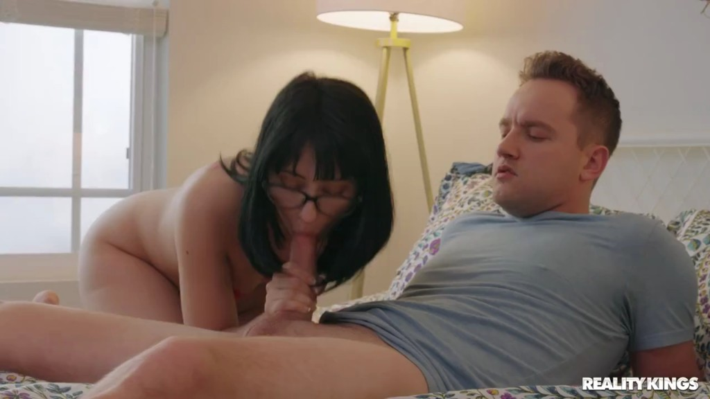 RKDupes 20 08 09 Daphne Dare Gamer Girl XXX 720p WEB x264-GalaXXXy