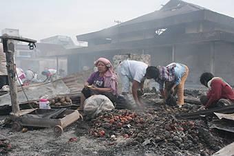 8280341f64a82c2d315a8d7421da5a5c424466f Kasus 1.850 Kios di Pasar Dwikora Siantar Dibakar Hulman harus Bertanggungjawab
